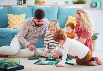 Путин предложил снизить ставку по льготной ипотеке для семей с детьми